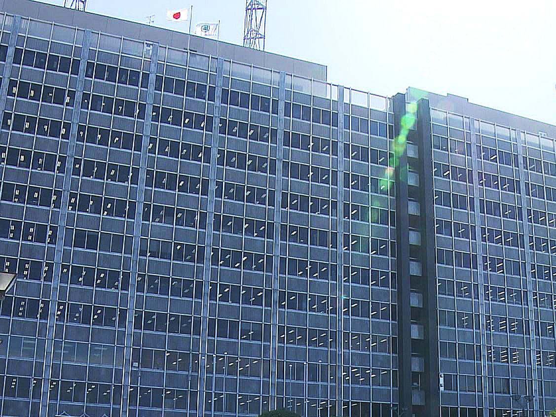 新型コロナウイルスの感染者急増を受け、古田肇岐阜県知事は1日、急きょ会見し「大型...