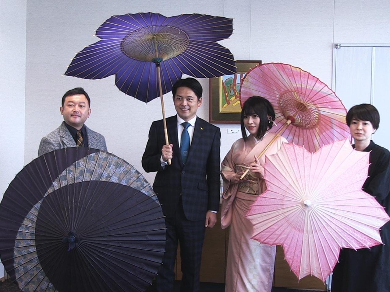 和楽器とロックバンドを融合させた「和楽器バンド」のメンバーが10月4日、岐阜市役...