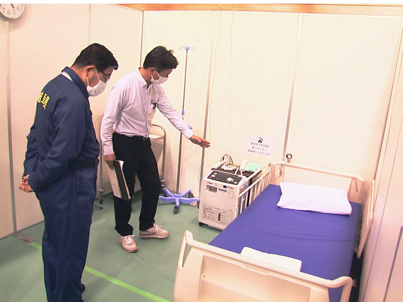 新型コロナウイルスの感染急増に備え、岐阜県が岐阜市内に整備した臨時医療施設が6日...