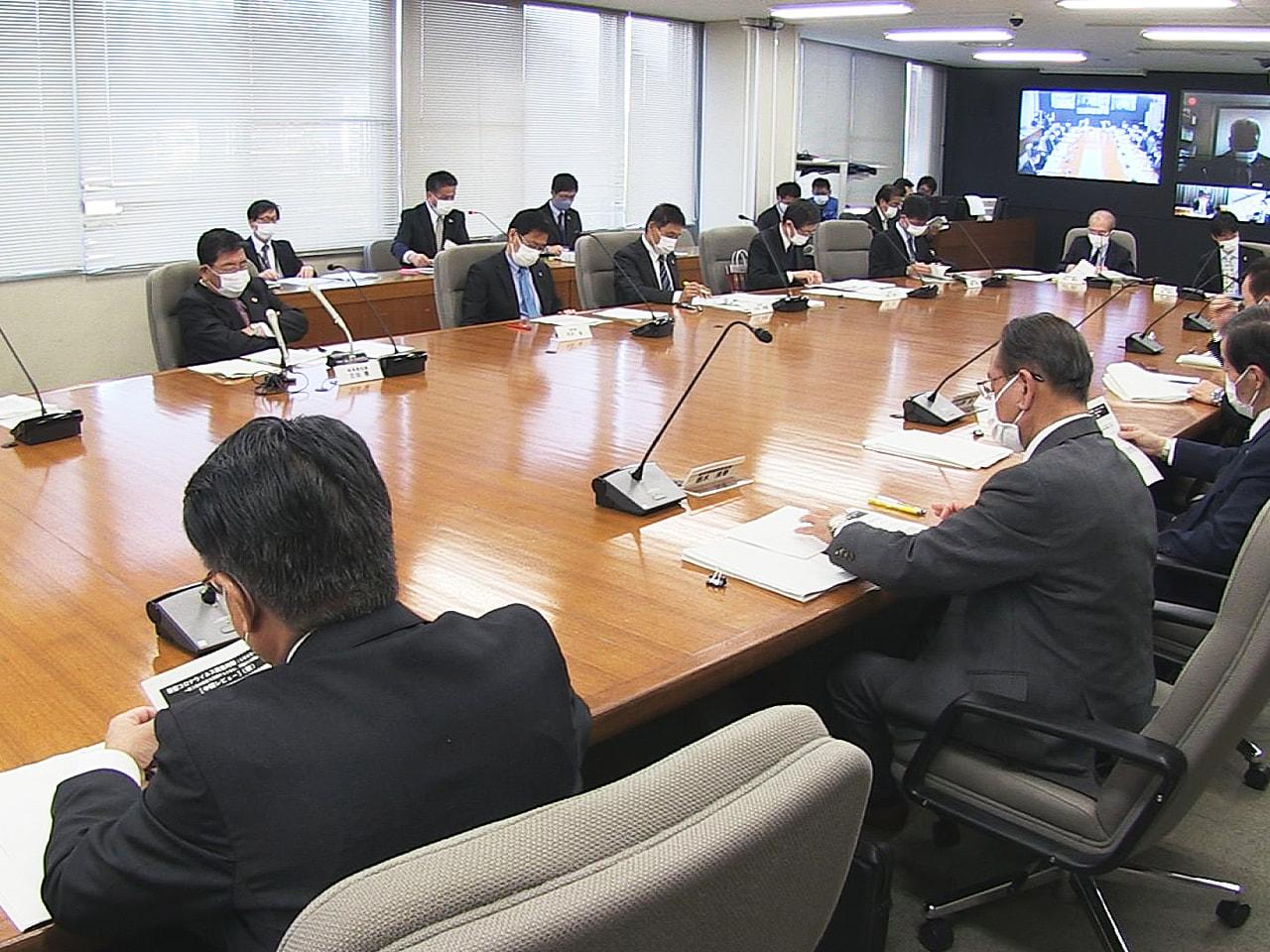 岐阜県は23日、新型コロナウイルスの対策本部会議を開き、変異株への対策を強化する...