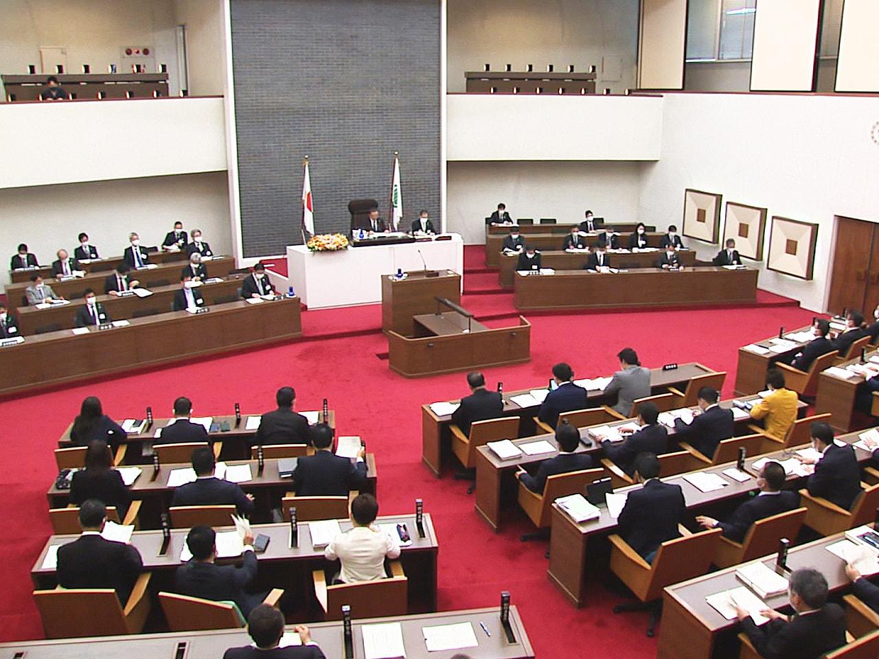 岐阜県議会の定例会は24日、一般会計の総額が8704億円の新年度当初予算案など6...
