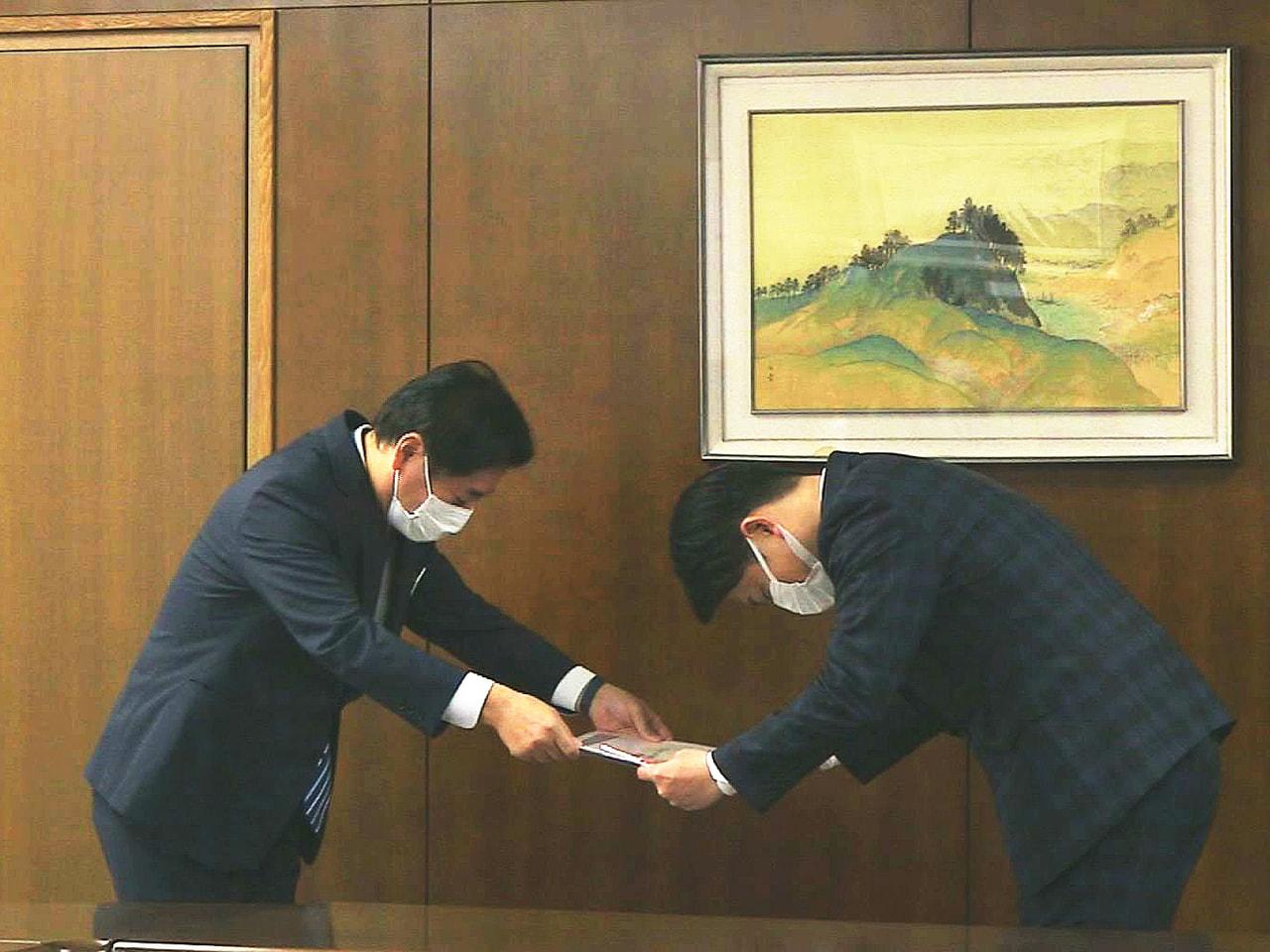 明治安田生命は岐阜市の医療や福祉などに役立ててもらおうと、40万円を寄付しました...