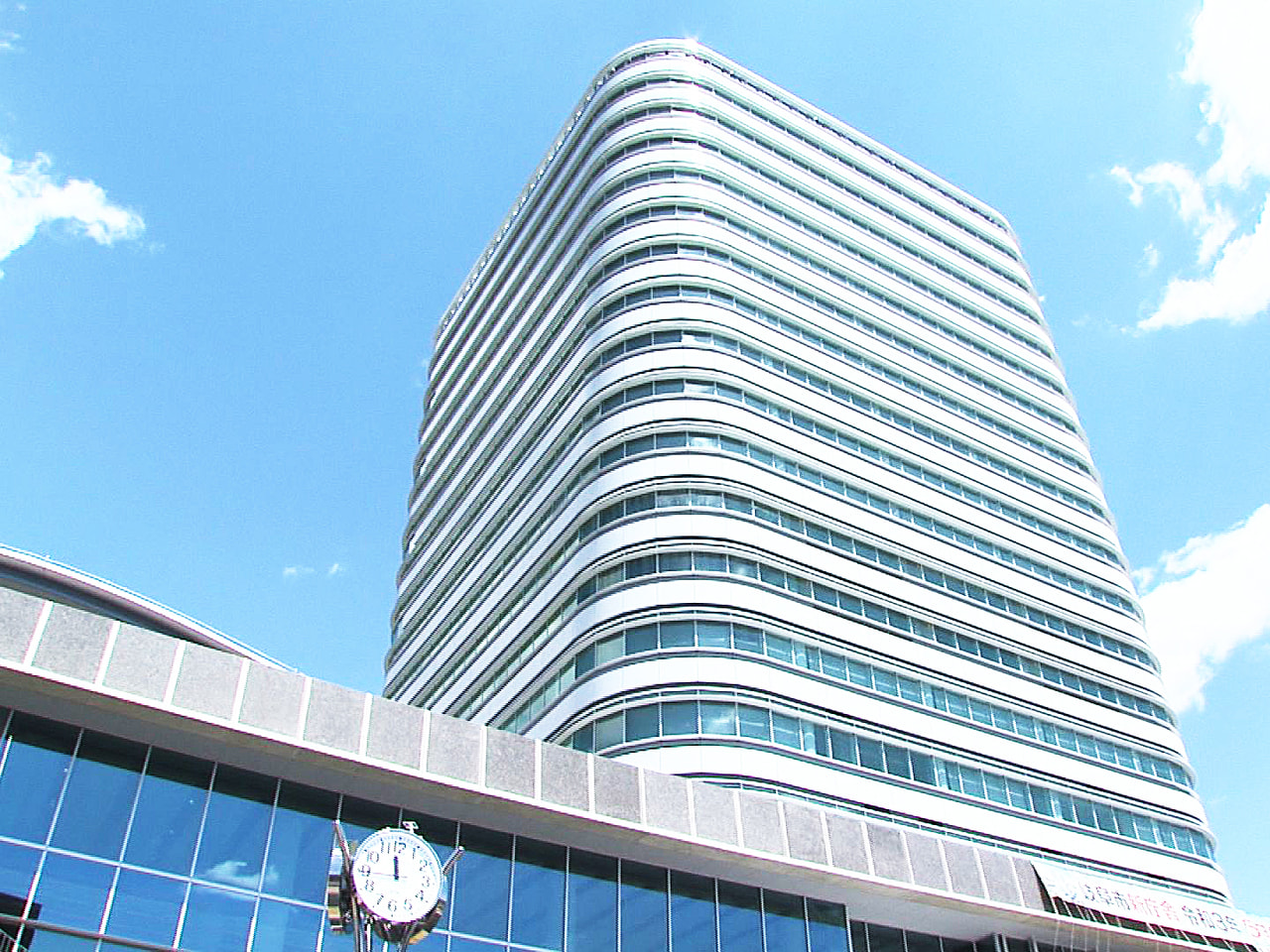 老朽化に伴って建設された岐阜市役所の新しい庁舎が完成し9日、記念式典が行われまし...
