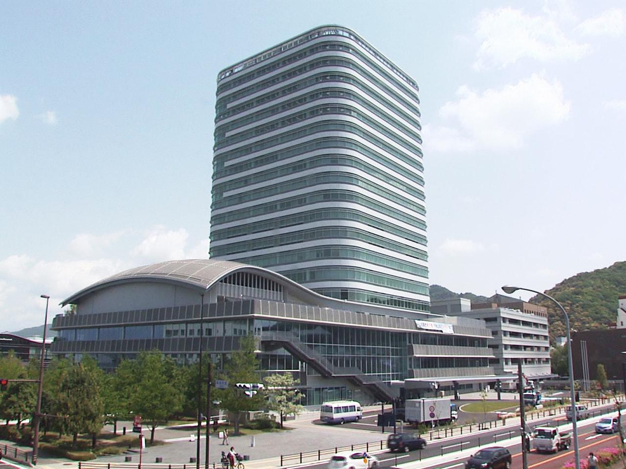 5月6日に開庁する岐阜市の新しい庁舎で30日、爆発物を使ったテロ攻撃に対応する訓...