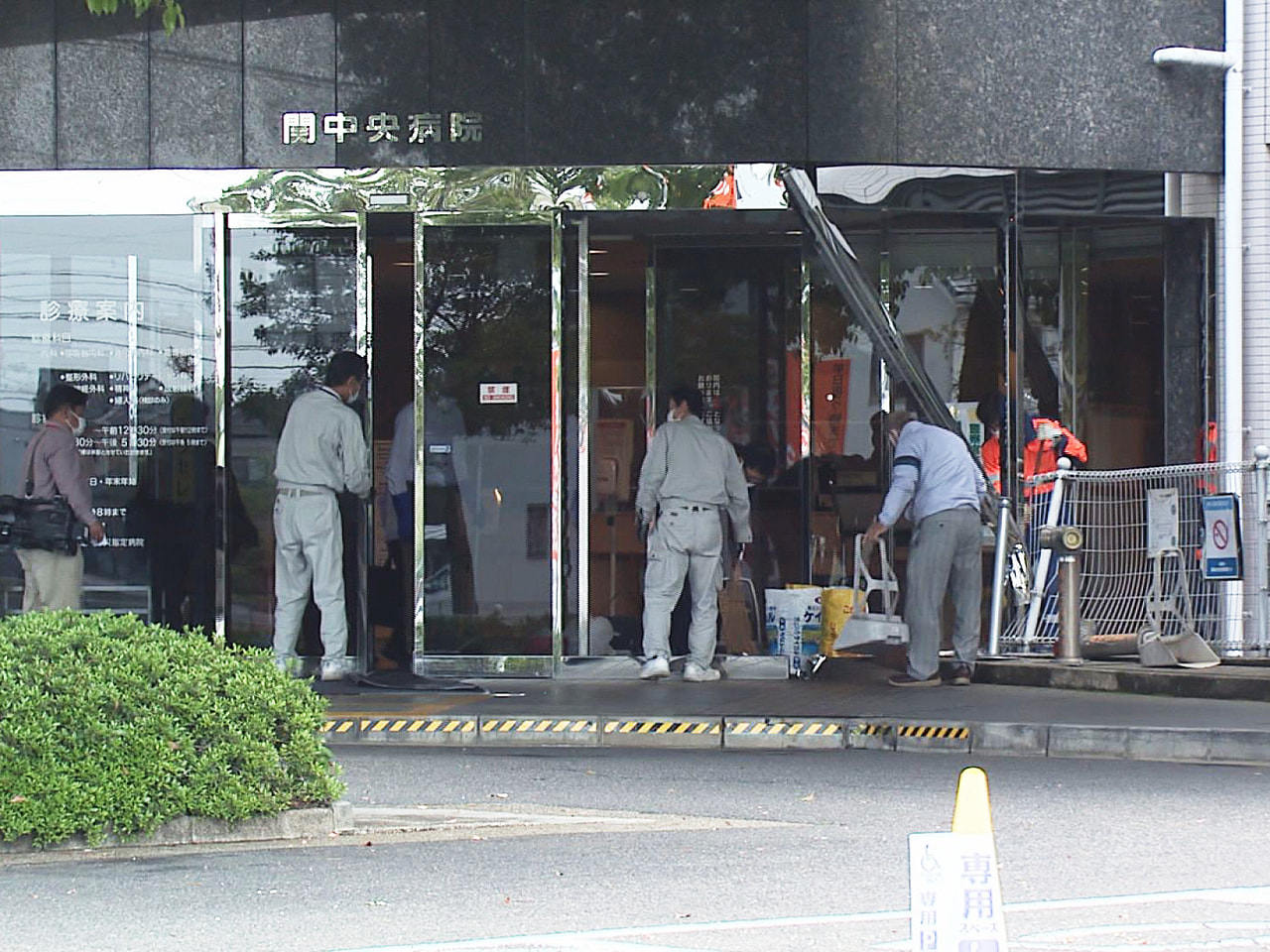 30日午前、岐阜県関市にある関中央病院に82歳の男性が運転する乗用車が突っ込みま...