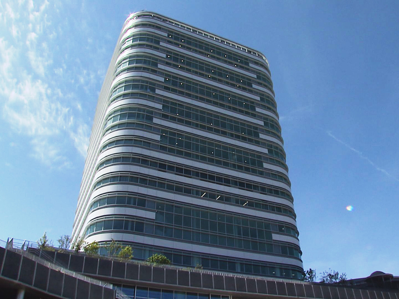 岐阜市役所の本庁舎が55年ぶりに移転し、6日に新庁舎が開庁、本格業務が始まりまし...