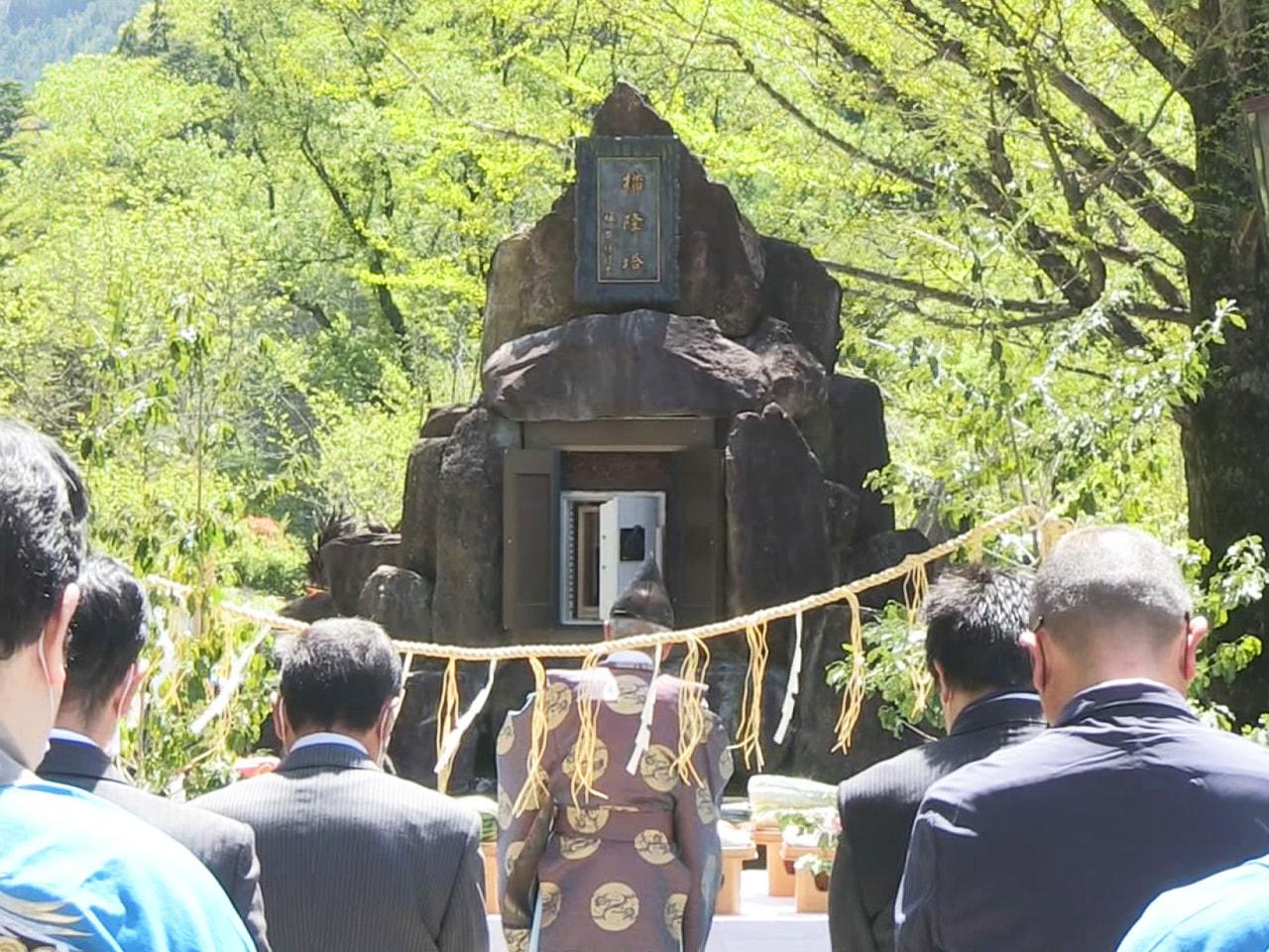 10日、北アルプスの岐阜県側に夏山シーズンの到来を告げる山開きの行事、「播隆祭(...