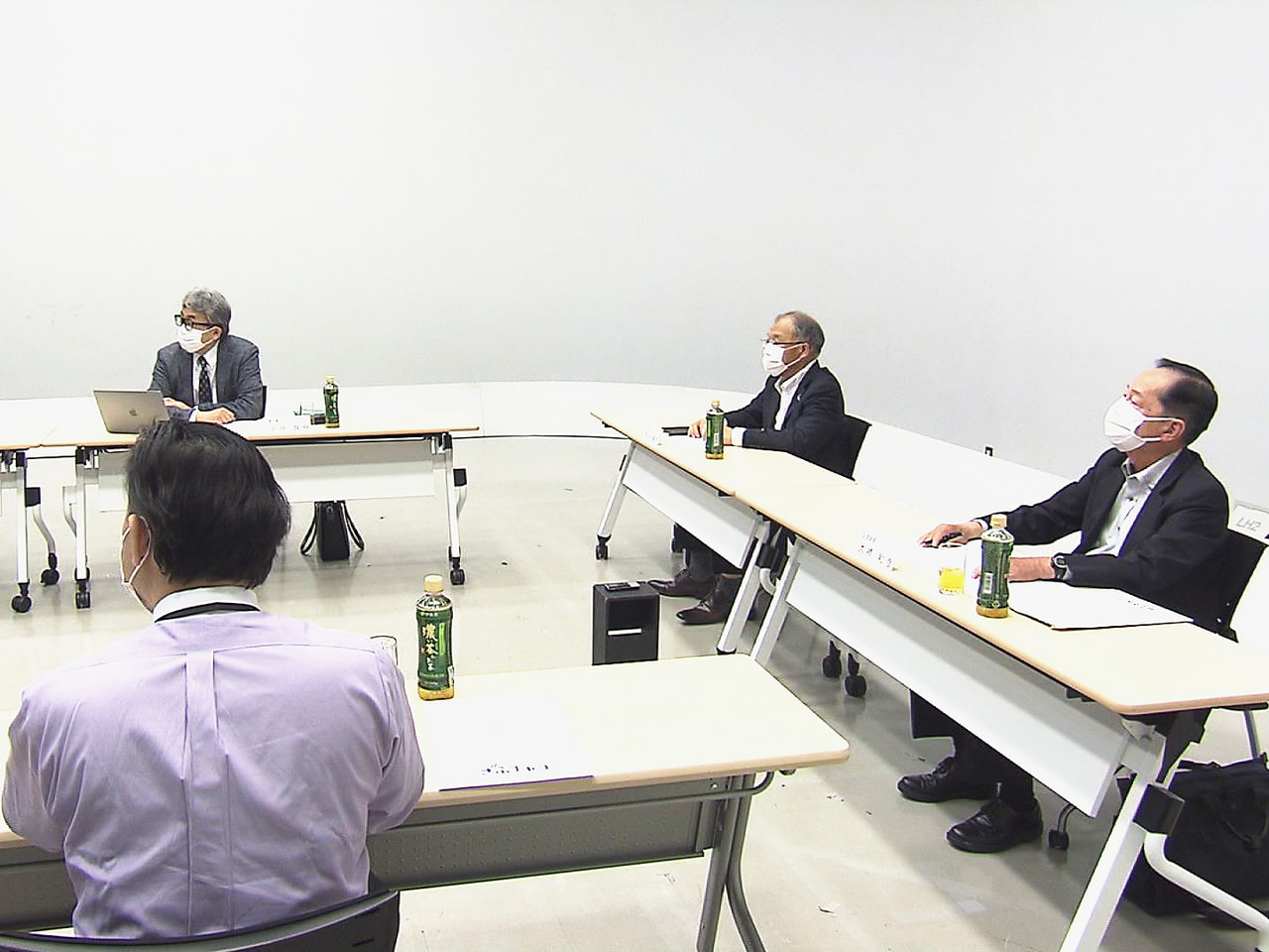 岐阜放送の番組審議会が26日開かれ、5月に放送されたテレビの番組を視聴して意見が...