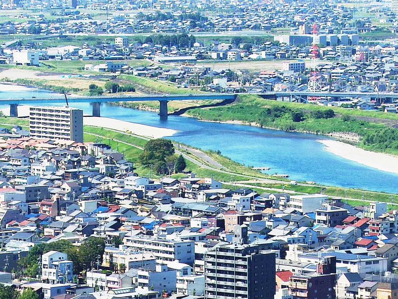 岐阜県内の2021年4月の有効求人倍率は1・33倍で、前の月を0・01ポイント下...