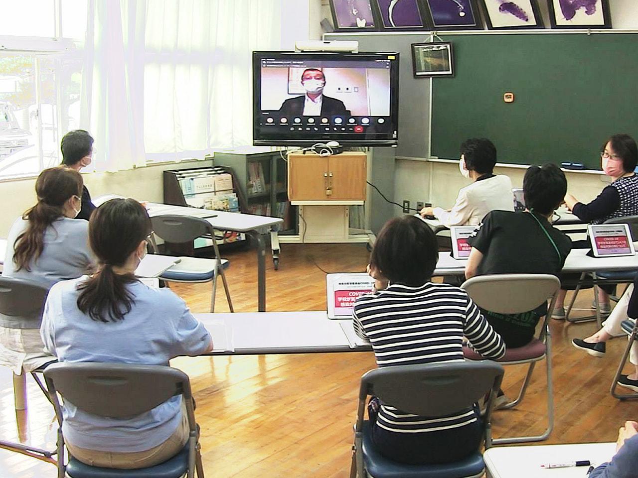 岐阜市の教員らが、専門家から教育現場のコロナ対策を学ぶ研修会がオンラインで開かれ...