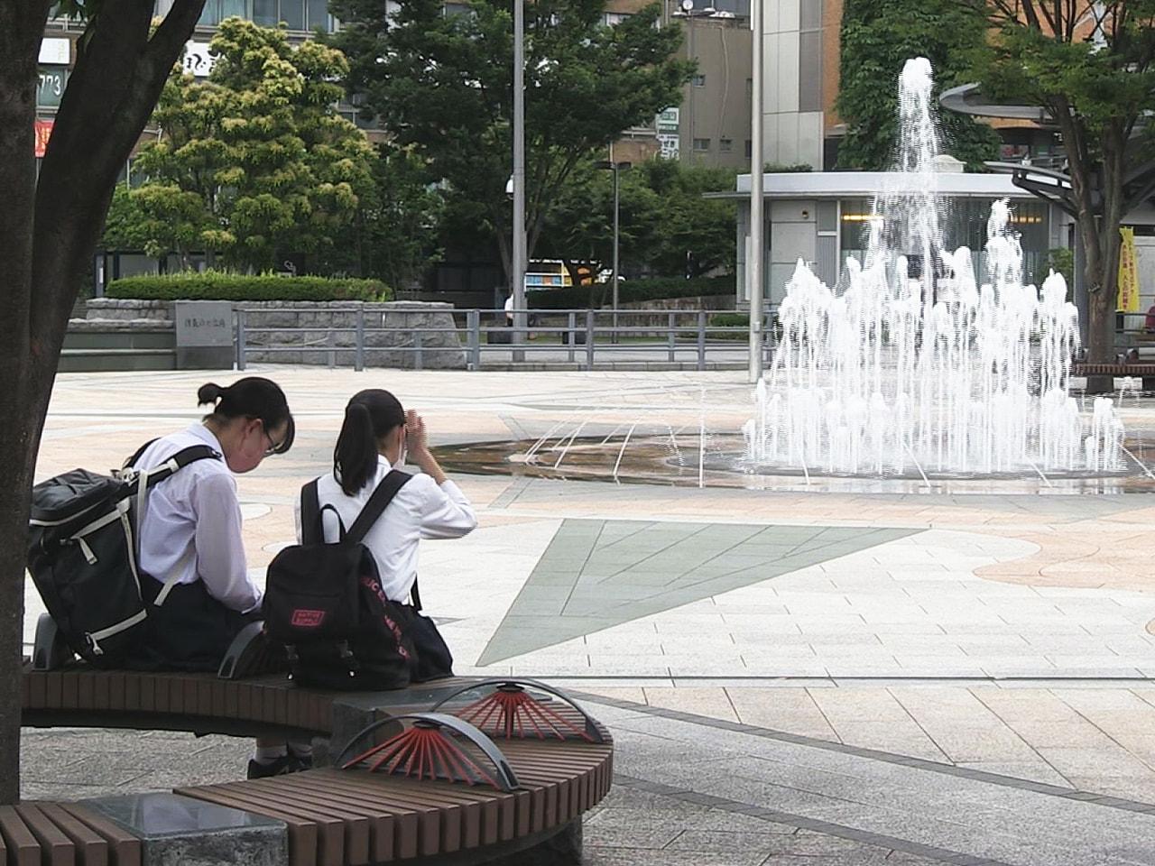 移動性高気圧に覆われた岐阜県内は8日、前の日に続き晴れて、朝から気温が上昇し、県...