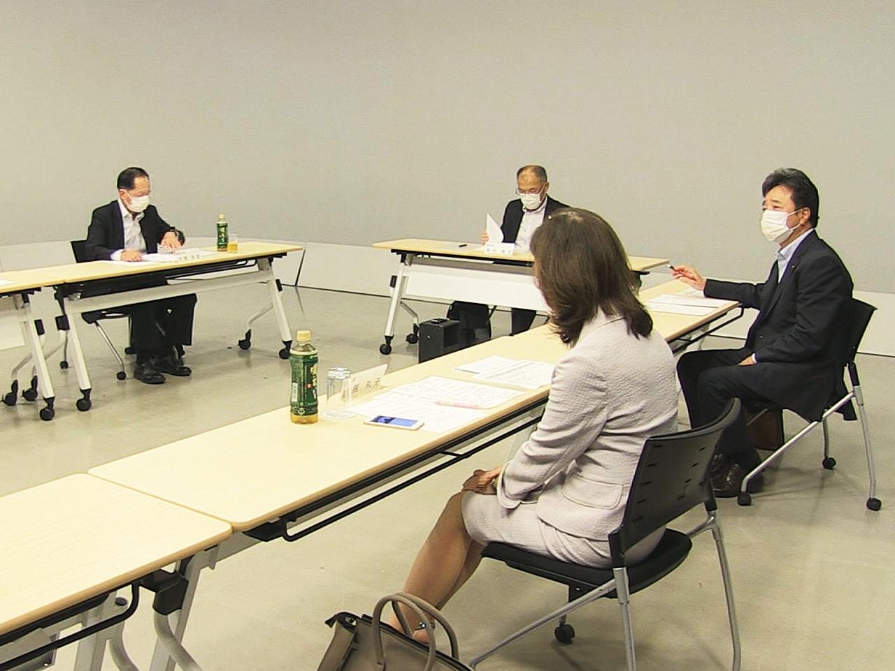 岐阜放送の番組審議会が23日開かれ、5月に放送されたテレビの番組を視聴して意見が...