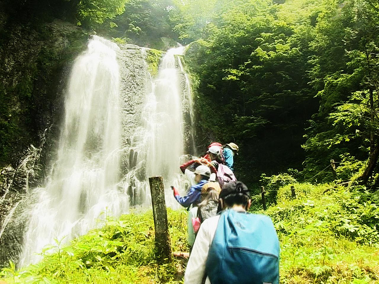 岐阜市の市橋小学校の6年生が、飛騨山脈乗鞍岳の高山市側の裾野、約3000㌶に広が...