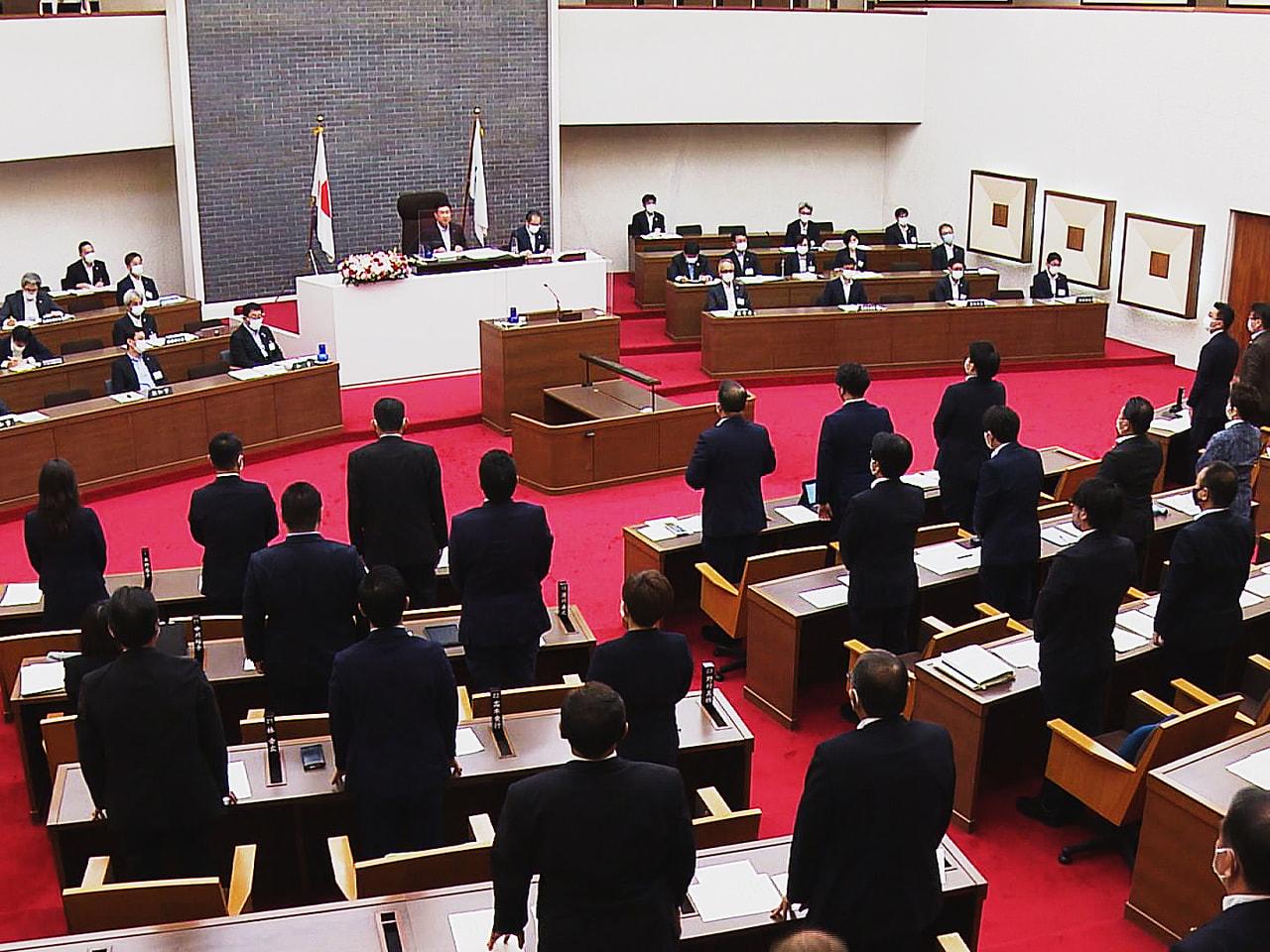 岐阜県議会の定例会は8日、新型コロナウイルスへの対策費を盛り込んだ一般会計で16...
