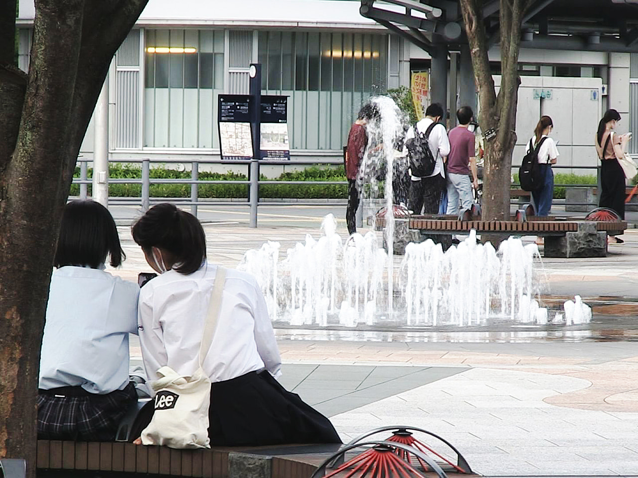 岐阜県内は20日も厳しい暑さが続き、美濃市で最高気温が2日続けて36度を超えるな...