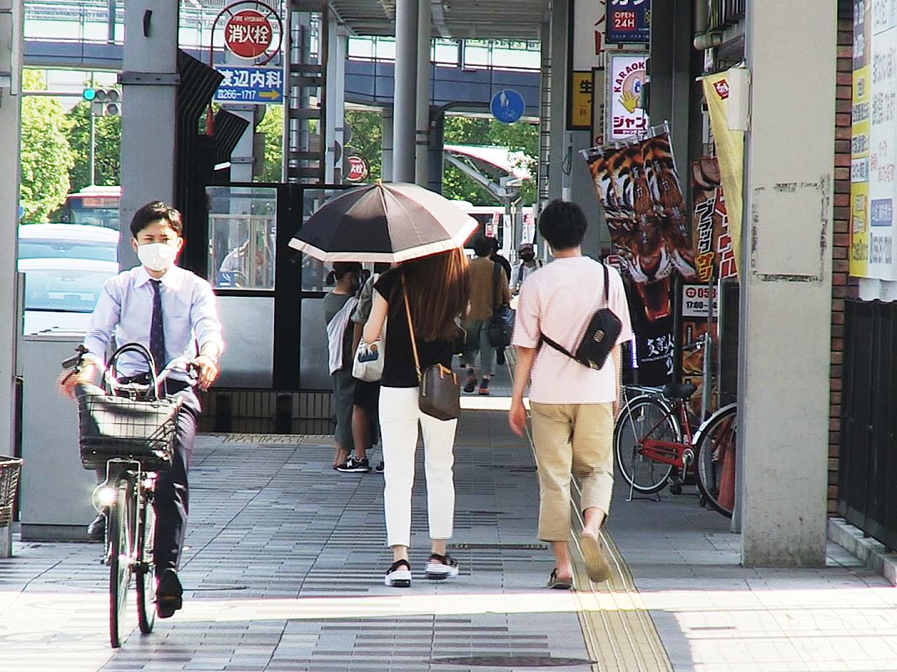岐阜県内は、23日も厳しい暑さが続き、大垣市や美濃市などは5日連続で猛暑日となり...