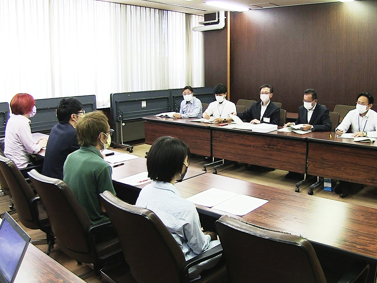学校の校則見直しをめぐる議論が各地で広がる中、中学生や教員が岐阜県庁を訪れ、制服...