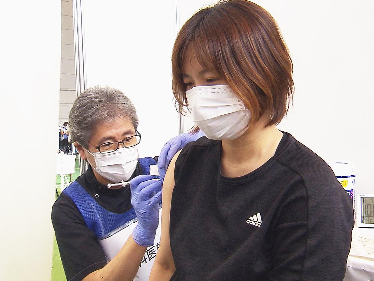 岐阜県の新型コロナワクチン大規模接種会場で、歯科医師による接種が新たに始まりまし...