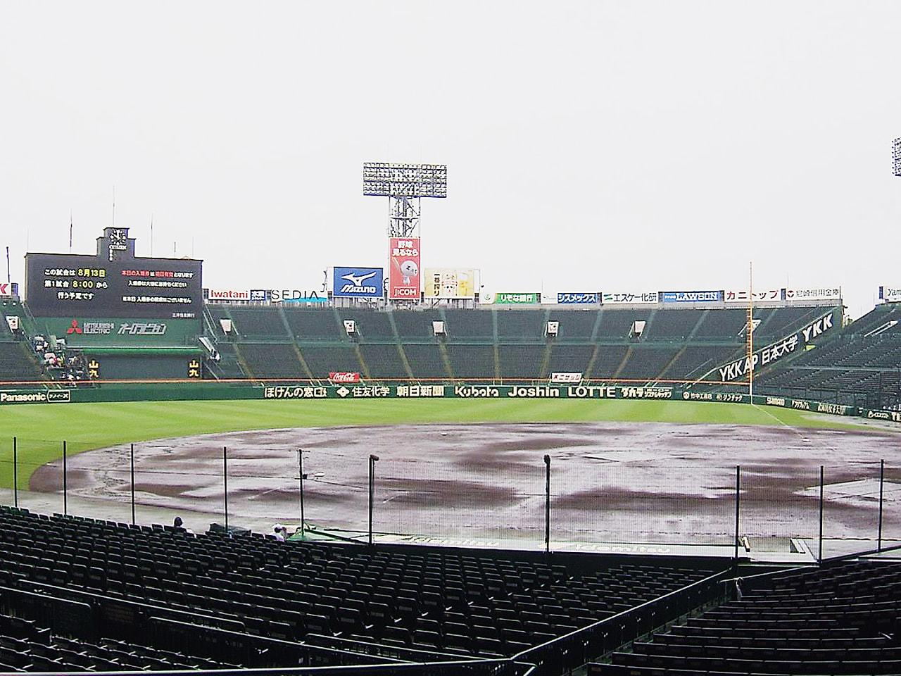 夏の全国高校野球3日目は12日、阪神甲子園球場で第1試合の開始後に雨が強まり、全...