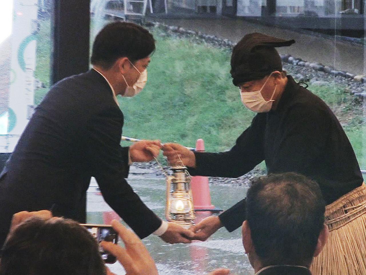 8月24日に開幕する東京パラリンピックに全国から聖火が集められる中、岐阜市では鵜...