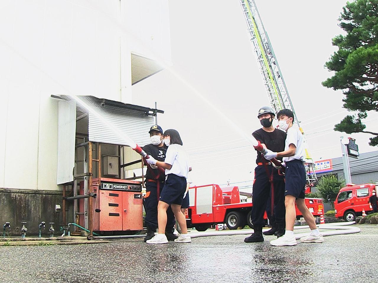 岐阜県高山市の少年消防クラブの中学生が、高山市の消防署で職場体験し、防災、消防意...