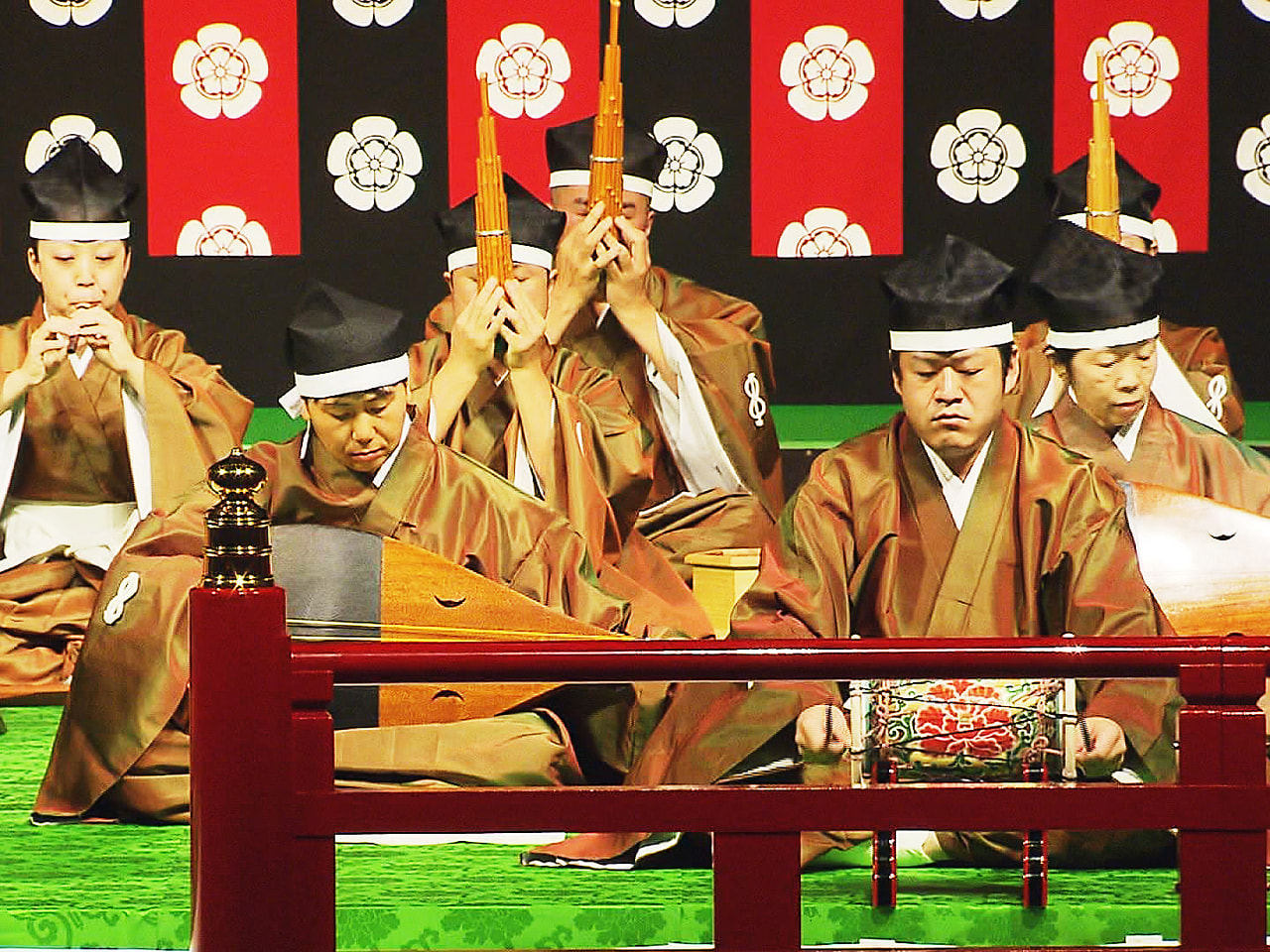 岐阜県内を拠点に、雅楽の伝承に向けて活動する雅楽松風会の定期演奏会が岐阜市で開か...
