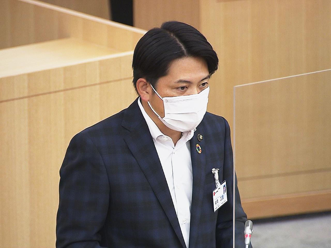 岐阜市議会の9月定例会は2日開会し、新型コロナ対策として20億円を盛り込んだ一般...