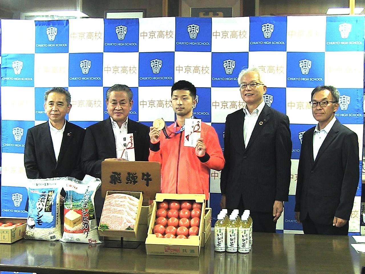 東京オリンピックのボクシング男子フライ級で銅メダルを獲得した、中京高校教諭の田中...