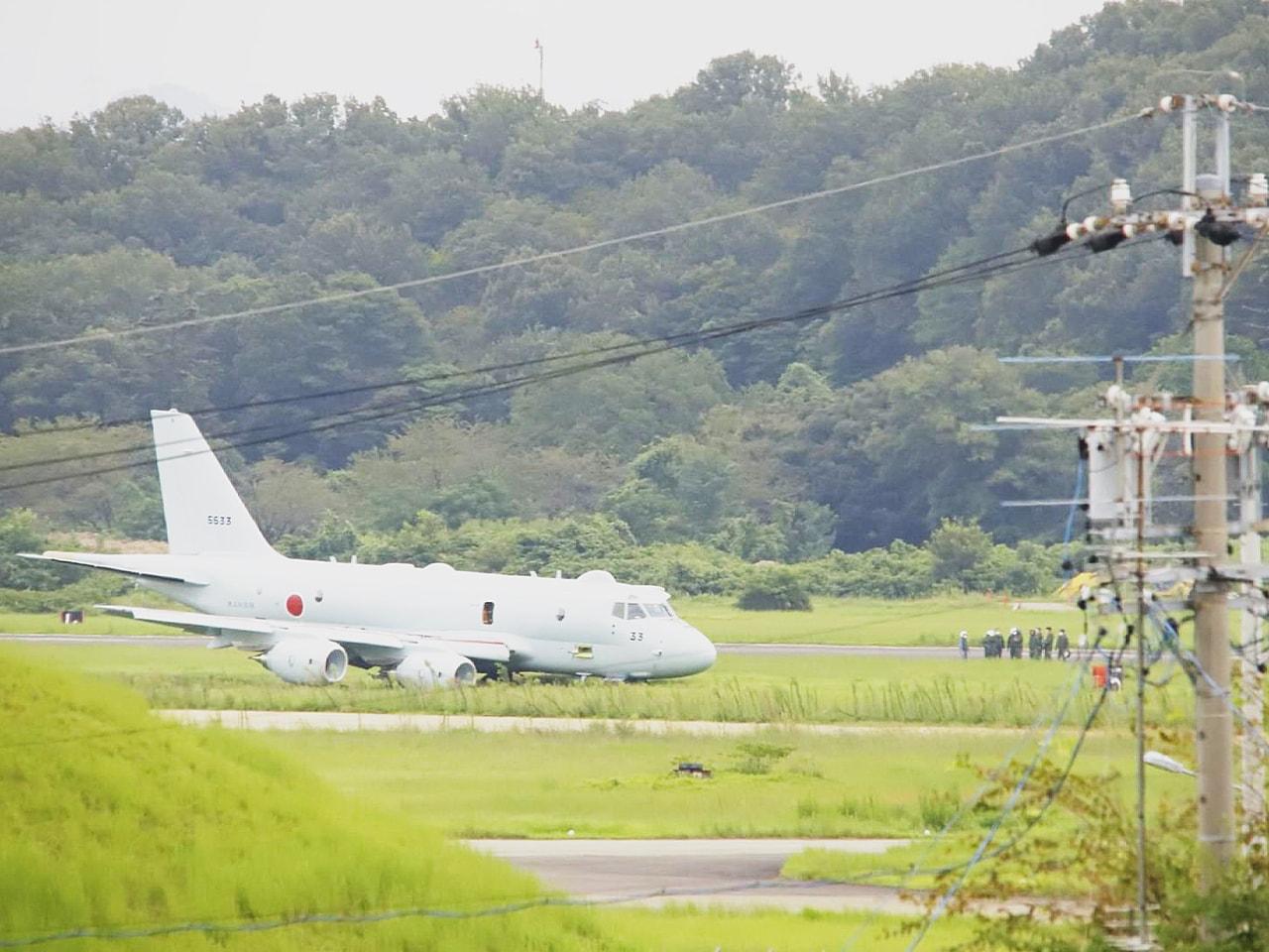 7日午後、岐阜県各務原市にある航空自衛隊岐阜基地で航空機・P1哨戒機が着陸時に滑...