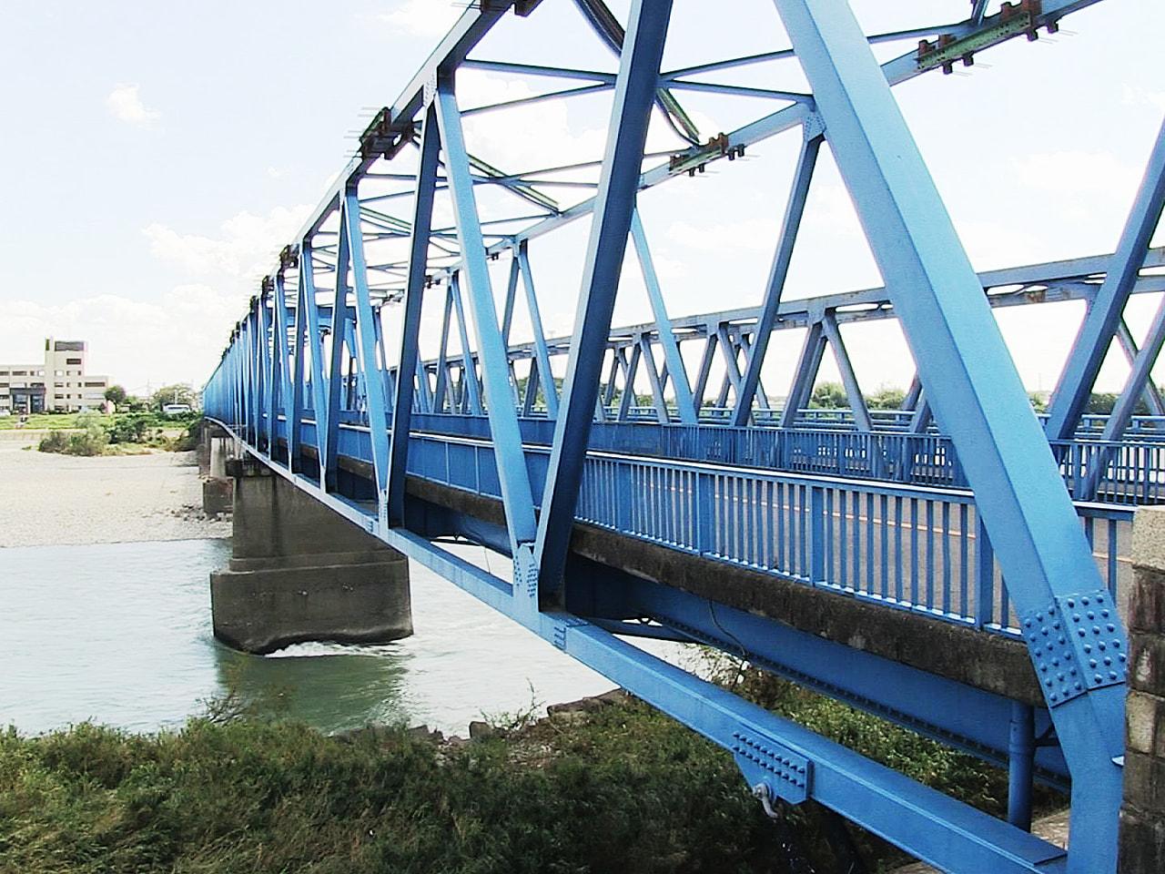※画像は資料です 5月の大雨で橋脚が傾き通行止めとなっている岐阜県各務原市の川島...