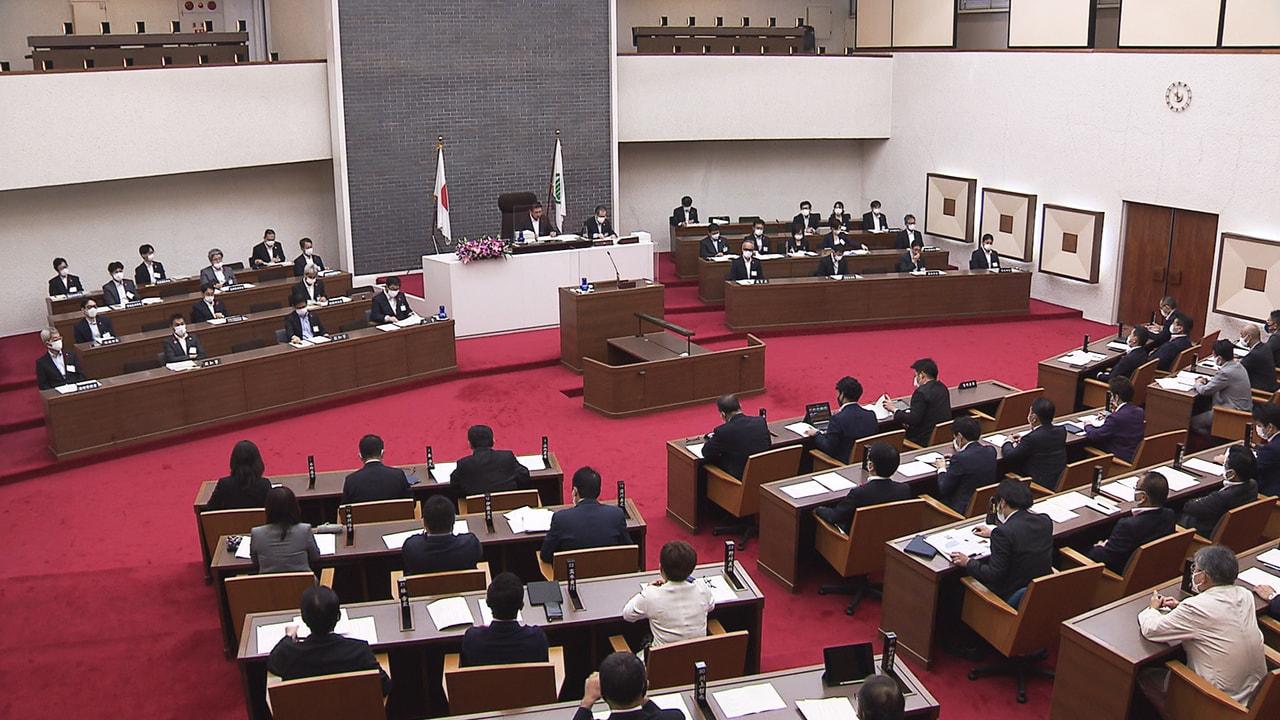 岐阜県議会の定例会は7日、本会議が開かれ、606億円余りの一般会計補正予算案など...