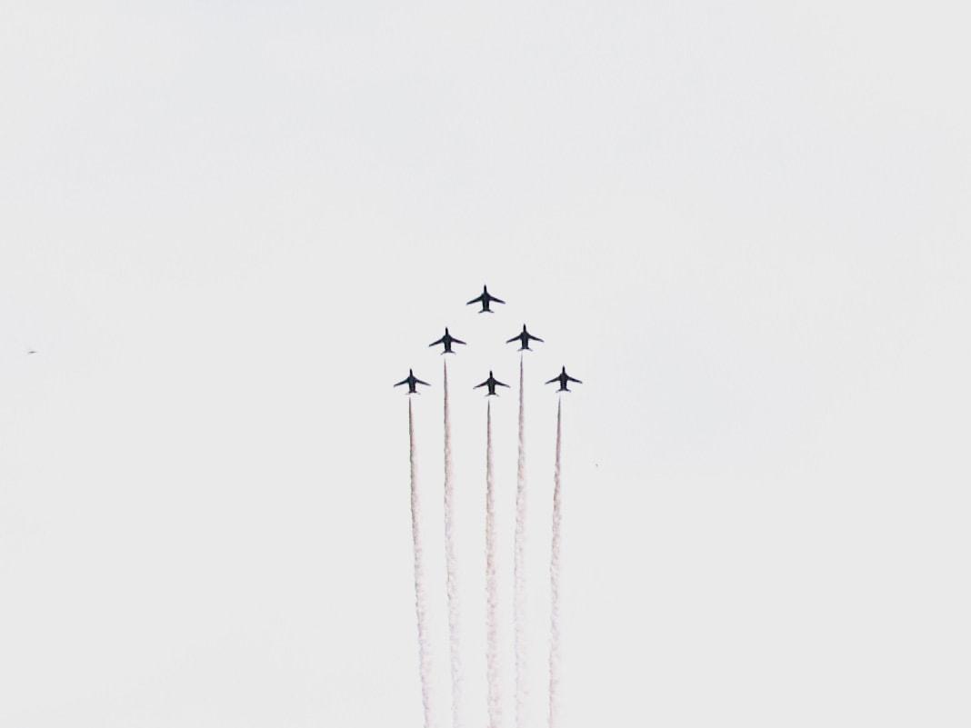東京オリンピック・パラリンピックで大空に鮮やかな五輪を描き出した航空自衛隊のアク...